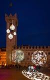 圣诞节在特伦托,有圣诞灯的一个迷人的老镇 免版税库存照片