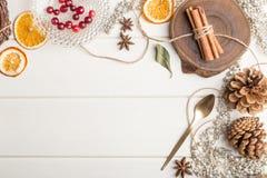 圣诞节在白色木的食物框架 免版税库存图片