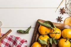 圣诞节在白色木的食物框架 免版税库存照片