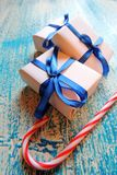 圣诞节在白色木背景的假日构成与圣诞树装饰和您的文本的拷贝空间 免版税库存图片