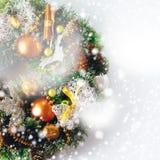 圣诞节在白色的花圈构成 免版税图库摄影