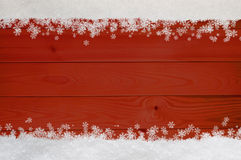圣诞节在红色木头的雪花边界 库存图片