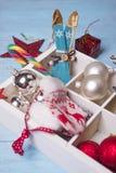 圣诞节在蓝色木背景的一个木箱戏弄 库存照片