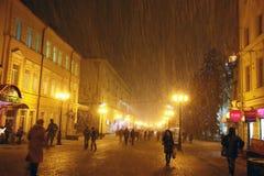 圣诞节在街道Bolshaya Porkrovskaya的雪风暴在Nizhny N 库存照片