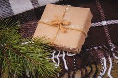 圣诞节在褐色的礼物盒礼物 图库摄影