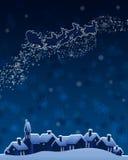 圣诞节在雪橇的圣诞老人骑马。 免版税库存照片
