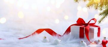 圣诞节在轻的背景的假日构成与拷贝温泉 库存图片