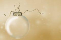 圣诞节在bokeh的装饰品和金丝带 库存照片