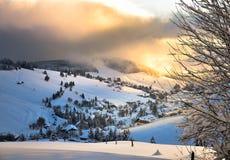 圣诞节在Todtnauberg雪的黑森林冬天 免版税库存图片