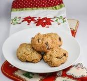 圣诞节场面用在一块板材的巧克力曲奇饼圣诞老人的 免版税图库摄影