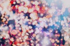 圣诞节墙纸装饰概念 假日节日背景:闪闪发光圈子被点燃的庆祝显示 免版税库存照片