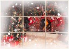 圣诞节壁炉在屋子里 库存照片