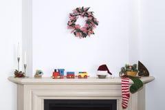 圣诞节壁炉-在圣诞节的传统壁炉场面 免版税库存照片