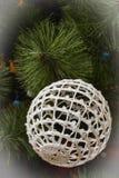 圣诞节复制装饰集中金大装饰品红色空间结构树 免版税库存照片