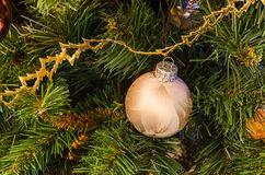 圣诞节复制装饰集中金大装饰品红色空间结构树 免版税图库摄影