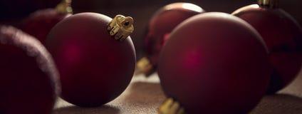 圣诞节复制装饰集中金大装饰品红色空间结构树 图库摄影