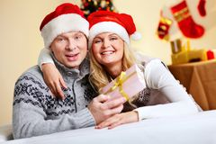 圣诞节夫妇 免版税库存图片