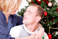 圣诞节夫妇cristmastree 免版税库存照片