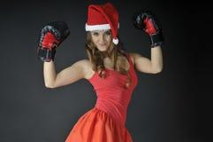 圣诞节女孩佩带的拳击手套 免版税库存照片