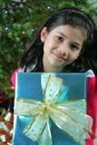 圣诞节女孩存在 免版税库存照片
