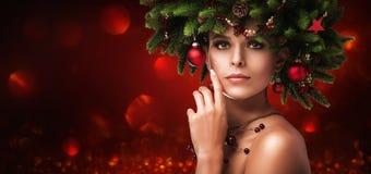 圣诞节女孩构成 冬天发型 库存图片