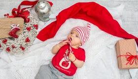 圣诞节女婴在圣诞节的前夕六个月 库存照片