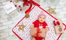 圣诞节女婴在圣诞节的前夕六个月 库存图片