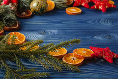 圣诞节姜饼人表传说 树的框架 题材圣诞节decorati 图库摄影
