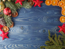 圣诞节姜饼人表传说 树的框架 题材圣诞节decorati 免版税库存照片