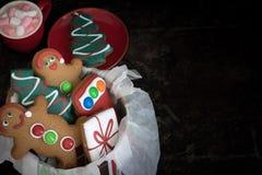 圣诞节姜饼和热巧克力与拷贝空间 库存图片