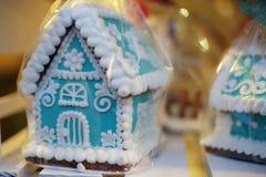 圣诞节姜饼在圣诞节市场上 库存照片