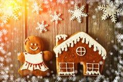 圣诞节姜饼女孩和房子曲奇饼 库存图片