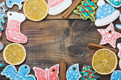 圣诞节姜饼曲奇饼和香料 免版税图库摄影