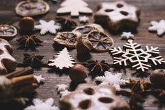 圣诞节姜饼曲奇饼背景 免版税库存照片