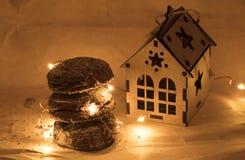 圣诞节姜饼曲奇饼,传统寒假食物 图库摄影