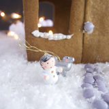 圣诞节姜饼给上釉的节假日安置放置结构树妇女的准备 免版税图库摄影