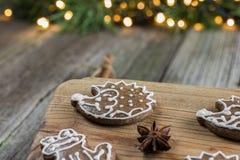 圣诞节姜饼hedgedog用八角 免版税库存图片