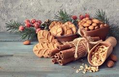 圣诞节安排用杏仁叶子曲奇饼 图库摄影