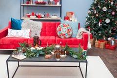 圣诞节客厅装饰 免版税库存照片
