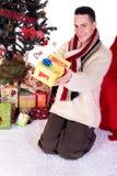 圣诞节家庭人存在 免版税库存图片