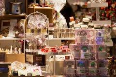 圣诞节家庭装饰在商店 库存照片