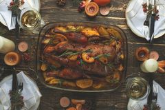 圣诞节家庭饭桌概念,平位置 图库摄影