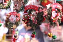圣诞节家门装饰在商店 好的妙语Nadal加泰罗尼亚的圣诞节愿望 库存照片