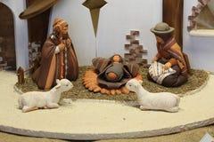 圣诞节小儿床南美和两只白羊 库存照片