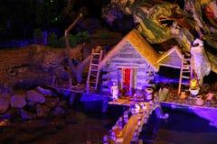 圣诞节小儿床的微型房子 库存图片