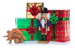 圣诞节小锡兵和存在。 免版税库存照片