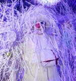 圣诞节展示从Pezho先生剧院漫步的玩偶的雪人在盛大旅馆Astoria 免版税库存图片