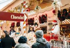 圣诞节巧克力在圣诞节市场上在法国 免版税库存照片