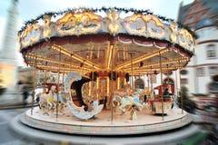 圣诞节市场。 旋转木马转盘 免版税库存图片