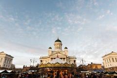 圣诞节市场和赫尔辛基大教堂 库存图片